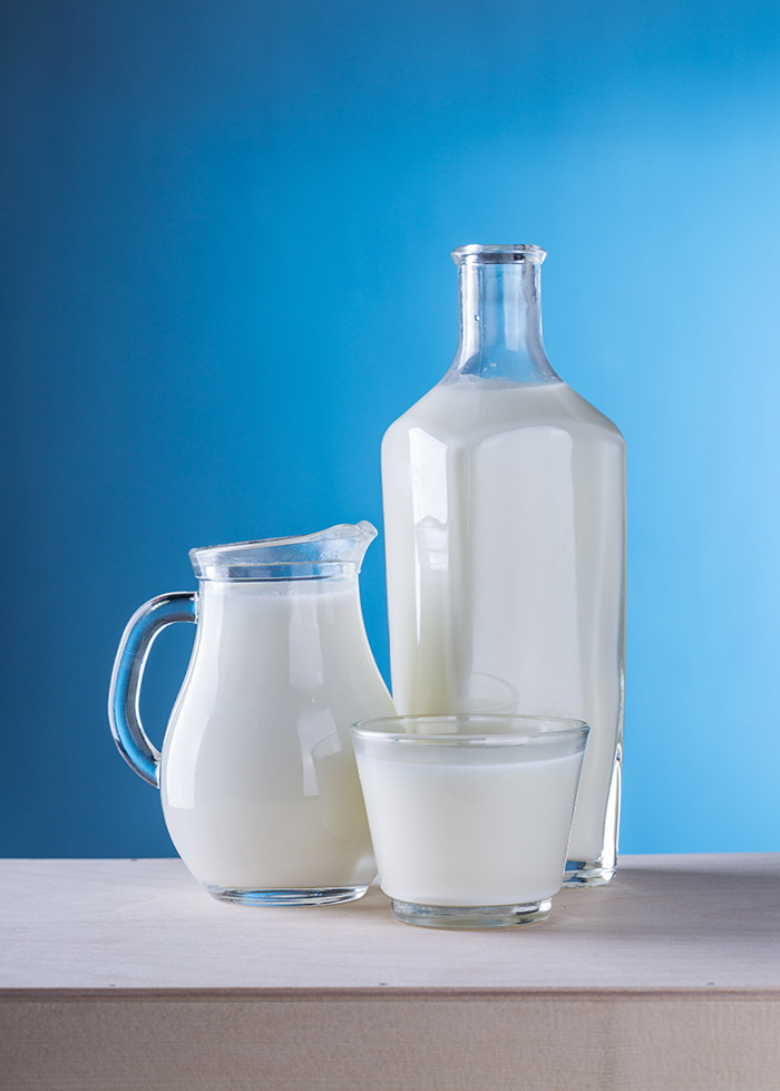 Bottiglia di latte e bicchiere - alta qualità