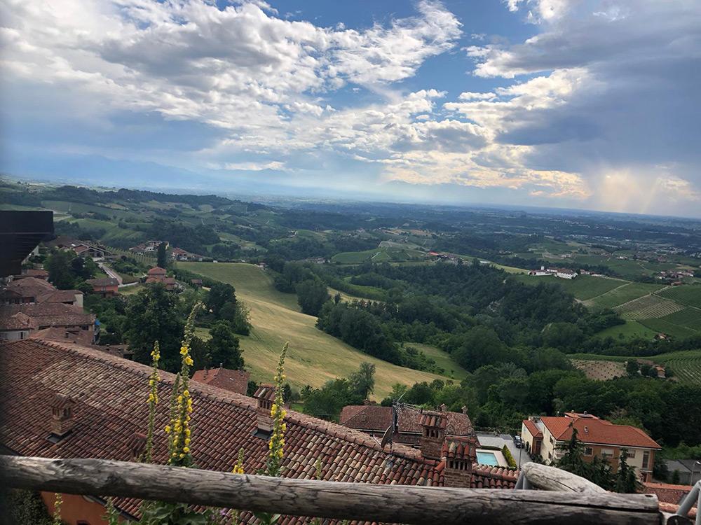 Langhe - veduta vigneti - consigli per bere vino in Piemonte - Gastrowriters Antonio Astuto - Its Agroalimentare per il Piemonte